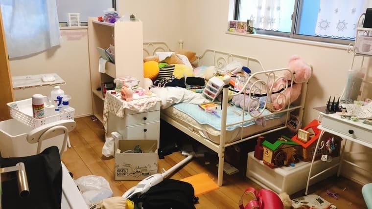 散らかった子供部屋